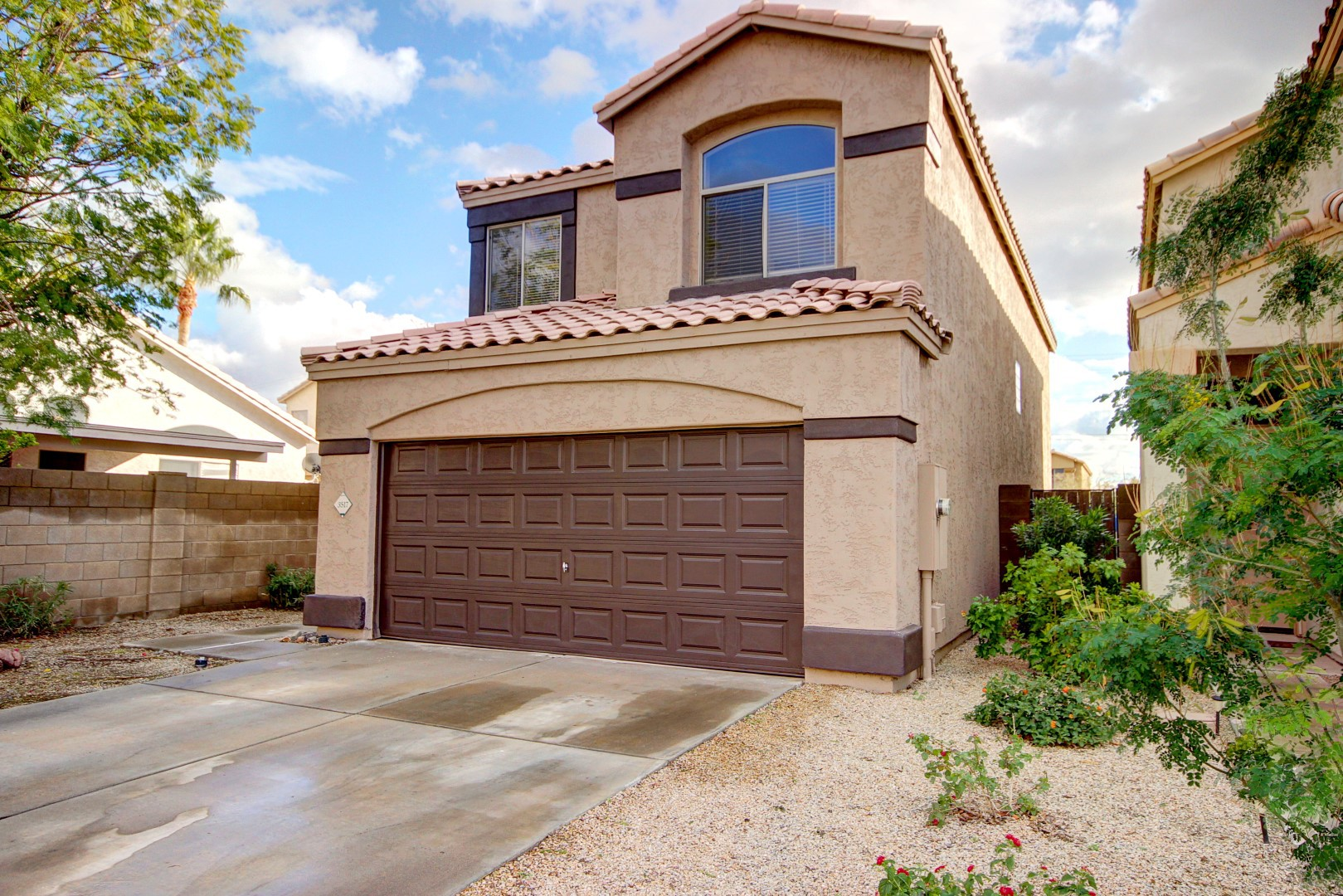 Gated community home for sale in glendale andrew robb for Homes for sale glendale